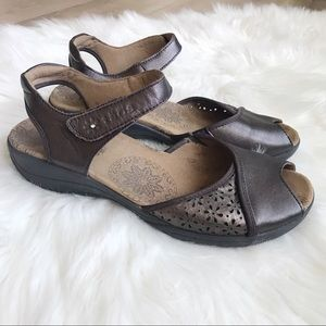 TAOS Women's 8 Leather Open Toe Mary Jane Sandals!